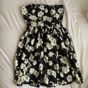 BRAND NEW! FLORAL STRAPLESS DRESS!
